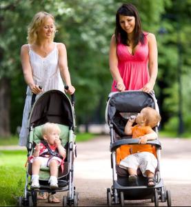 Мама и малыш в коляске